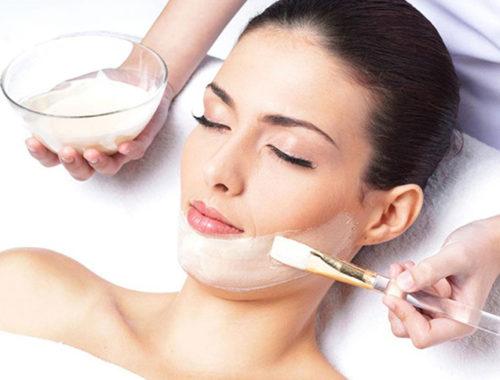 Cara melembabkan kulit kering dengan perawatan harian